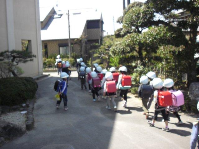 1年生の下校指導::浜松市立飯田小学校