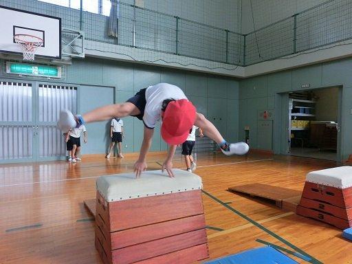 【横浜】<体育の跳び箱で下半身不随> 校長「今回は残念なことになりました。体格が大きいから仕方ない。公表しないでね」 YouTube動画>3本 ->画像>9枚