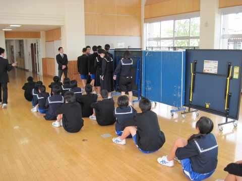 今月後半には身分証明書が 生徒の手に渡ります。 (教頭 横井) |  浜松市立丸塚中学校