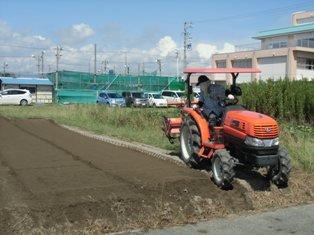 方 トラクター 耕し