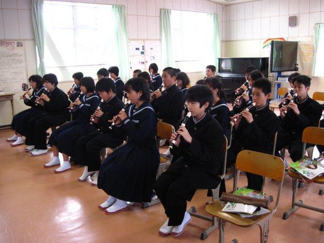 「主は冷たい土の中に」をリコーダーで演奏しました。 みんな上手に吹いて... 本日の庄内中学校